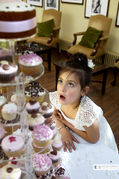 Hungry Flower Girl - Richmond Hill Hotel - by Ian McGraw LBIPP